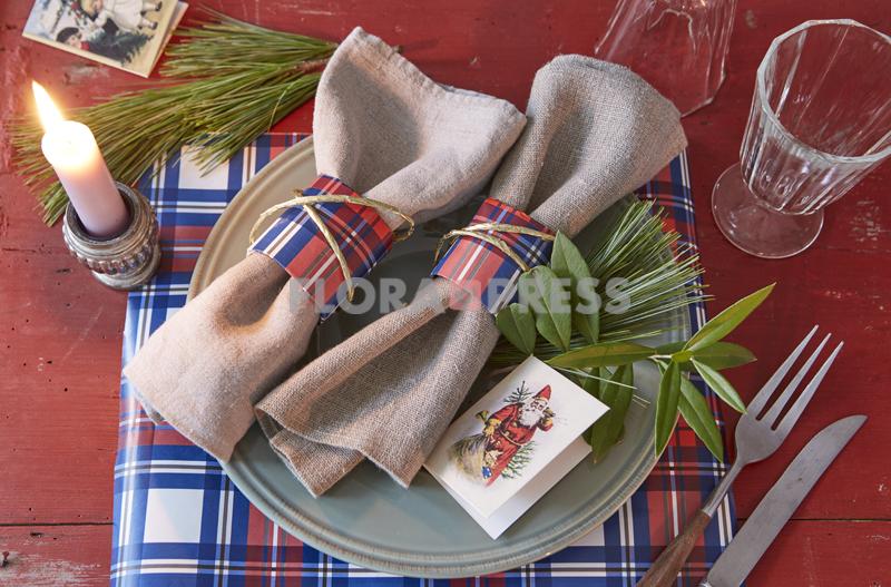 Fröhliche Weihnachten mit Zero Waste - Serviettenringe und Set aus gebrauchtem Geschenkpapier im Karolook, Stepfoto vorhanden
