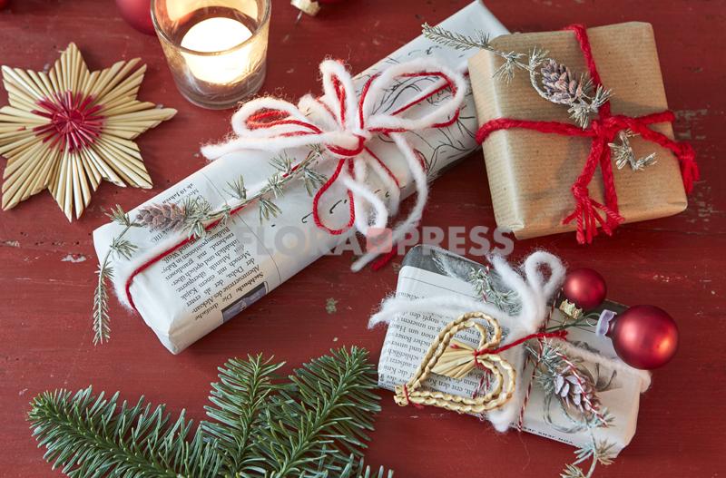 Fröhliche Weihnachten mit Zero Waste - Päckchen in Zeitungspapier oder Packpapier einwickeln und mit Wollfäden zubinden